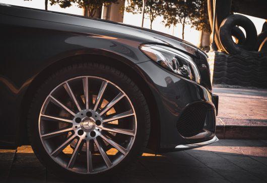 Hvornår er det tid til nye dæk på bilen?